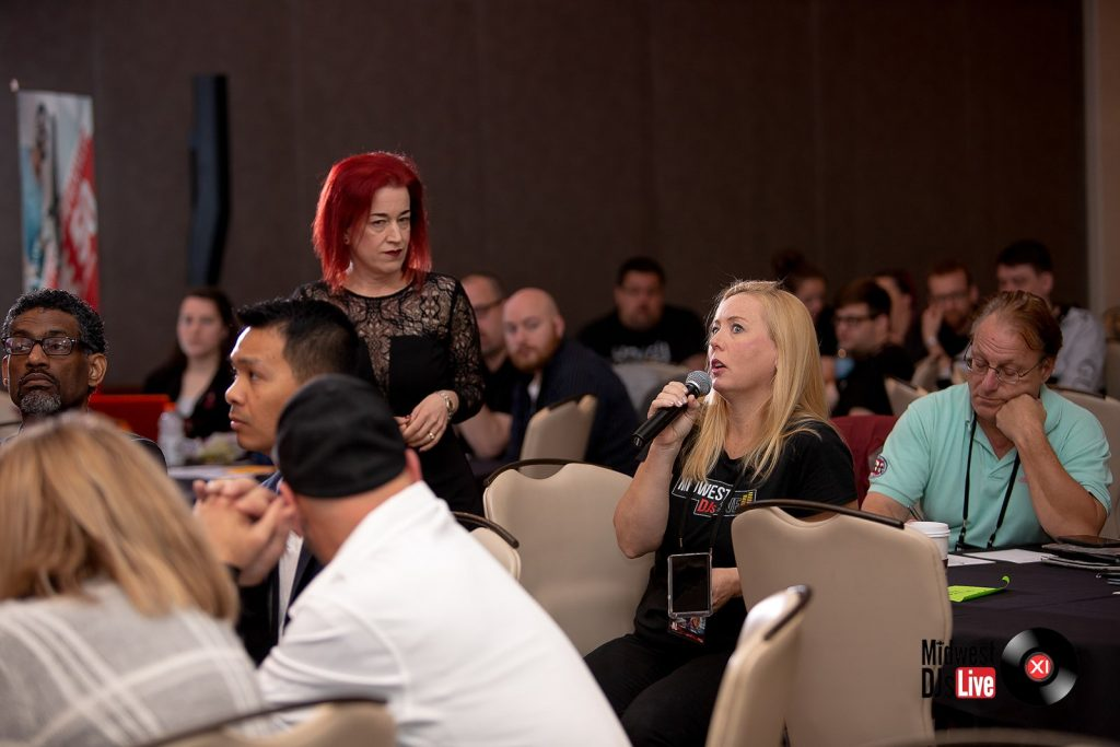 MC Vickie Musni interacting with audience at Midwest DJs Live